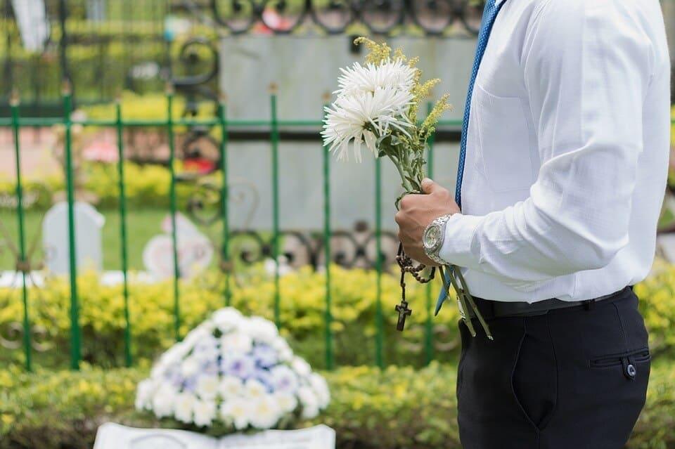 Ile wynosi Zasiłek pogrzebowy ZUS i komu przysługuje?