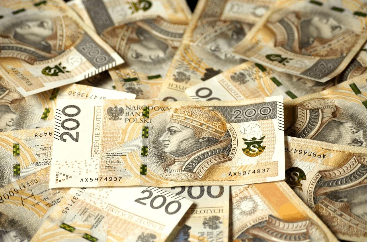 Pieniądze z dodatku solidarnościowego. Kwota dodatku solidarnościowego to 1400 zł